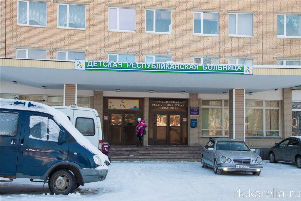 Врач-эндоскопист Валерий Дербенев на рабочем месте.