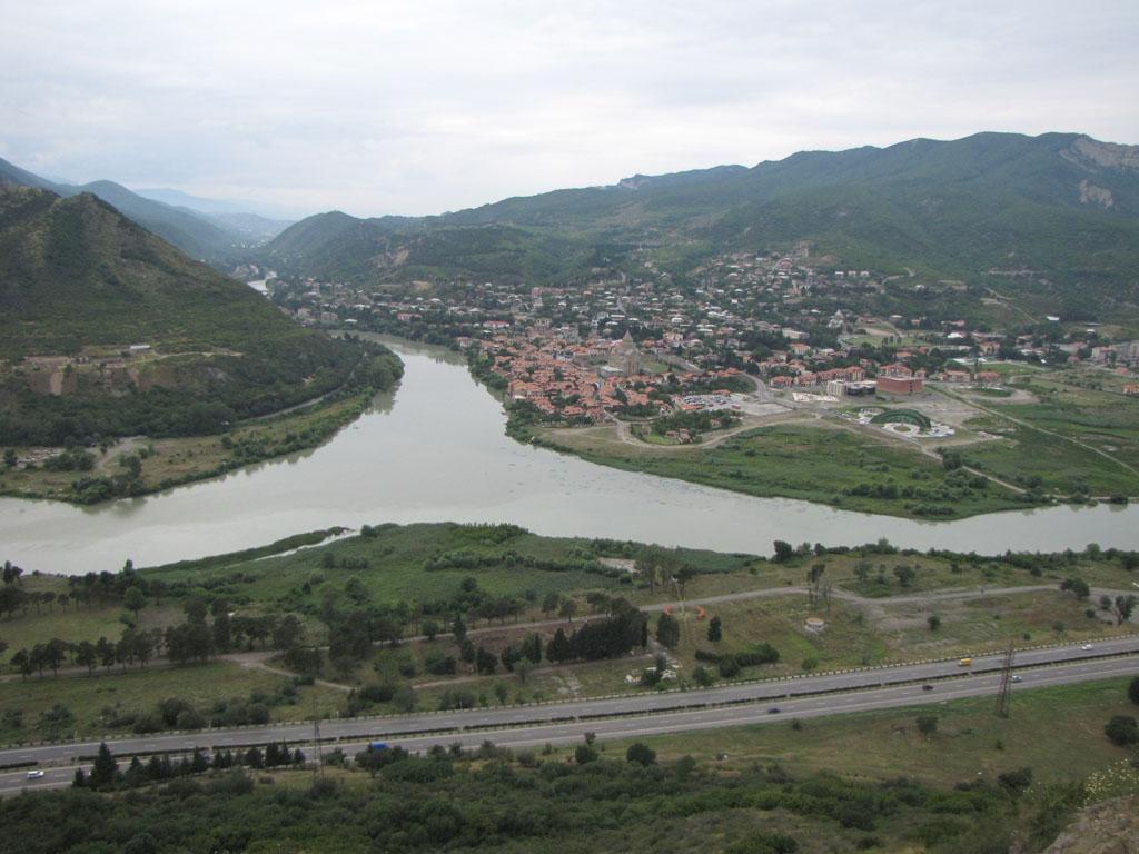 Вид на Мцхету – старую столицу Грузии. Арагви и Кура
