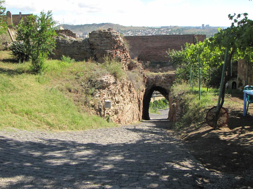 Крепость Нарикала и окрестности