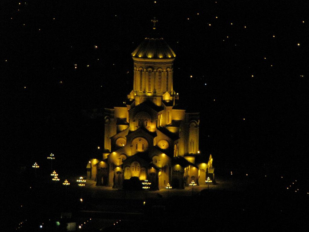 Ночное освещение. Главный собор Тбилиси