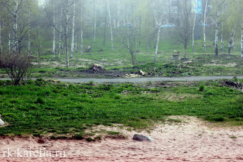 Пляж в ямке у площади Кирова