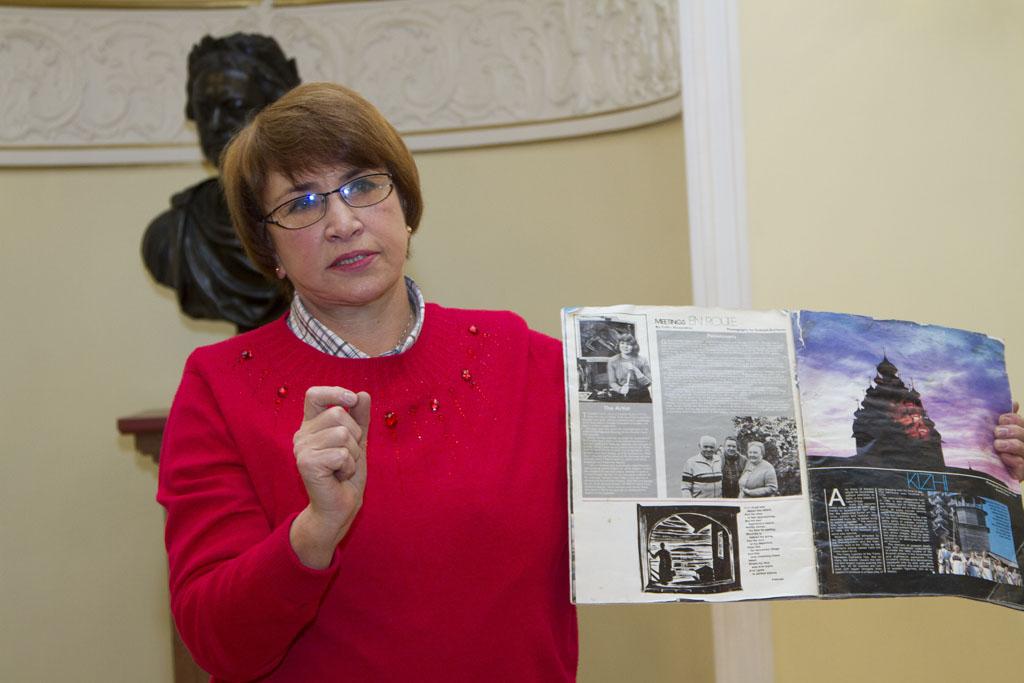 Светлана Пушкина передает в дар музею личные вещи своего мужа, потомка переселенцев