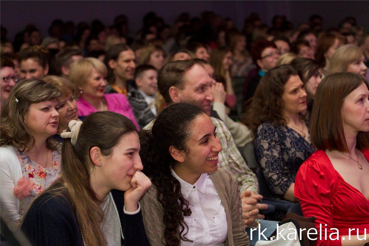 """Церемония вручения независимой театральной премии """"Золотая вешалка"""" в Петрозаводске, 30 марта 2014 года. Фото: Виталий Голубев"""