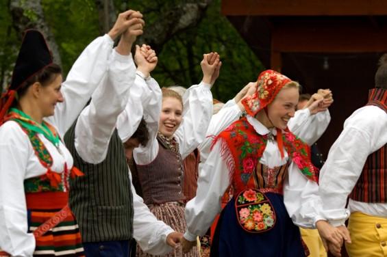Midsommar (традиционный праздник летнего солнцестояния) в Скансене.
