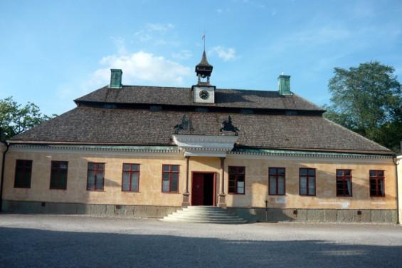 Есть здесь и дома зажиточных шведов (усадьба Скугахолм).