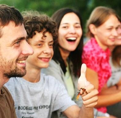 В интервью изданию gazeta.ru Бахтин подчеркнул, что смена работы - не дауншифтинг, что он принимается за большой коммерческий проект, и детские лагеря – его стародавнее хобби. Последние годы он был вожатым в лагере «Камчатка» в Псковской области. Фото со страницы Бахтина в Facebook