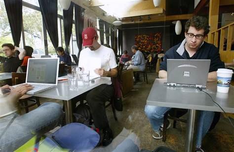 В Карелии для борьбы с посетителями, которым нужен лишь Интернет, персонал иногда применяет партизанские методы. Жаль, что лишь иногда, а точнее - очень редко. Фото: msnbc.msn.com