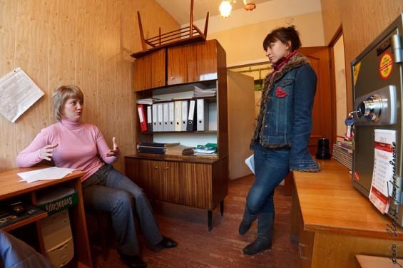 Надежда Шеленкова рассказывает, что кроме нее, в администрации работает еще только 2 человека – специалисты. Поэтому даже градостроительные планы приходится составлять самой.
