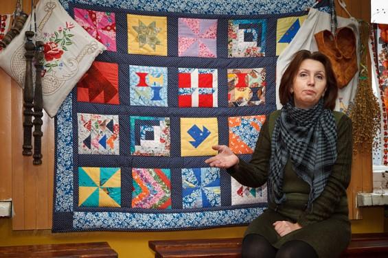 Когда-то лоскутные одеяла были очень популярны. А сейчас  даже в деревенских домах их встретишь не часто.