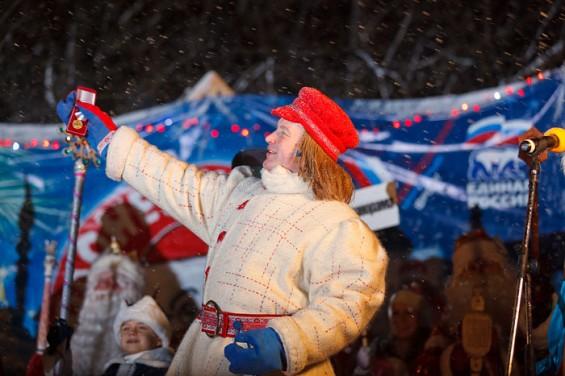 XI Игры Дедов Морозов: Олонец, 2 декабря 2011 года. Яркости действию прибавляет предвыборная агитация.