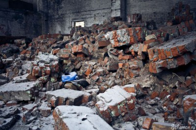 Школьник упал с третьего этажа в подвал заброшенного здания в Петрозаводске