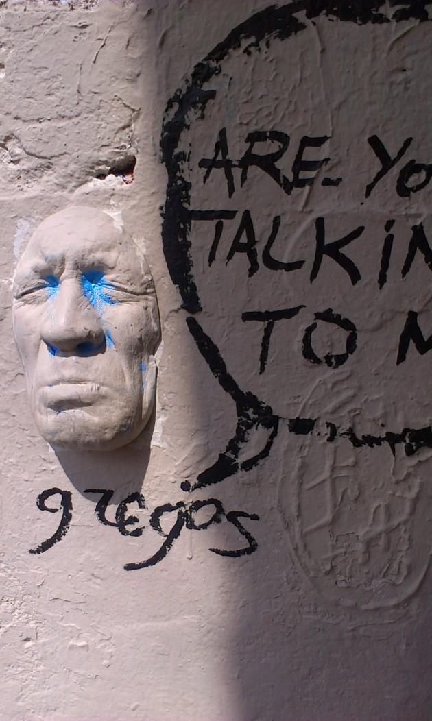 Граффити на улицах Парижа поражают своей пугающей антиэстетикой.