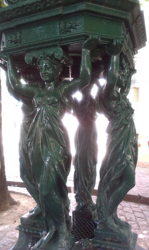 Четыре зеленых девушки всегда дадут напиться.