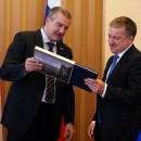 Сергей Аксенов и Александр Худилайнен. Фото: http://gov.karelia.ru/
