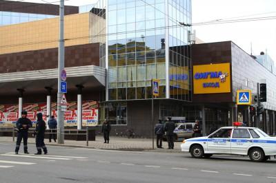 """Эвакуация посетителей торгового центра """"Макси"""" в Петрозаводске. Фото: Виталий Голубев"""